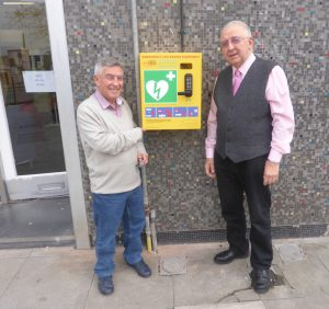 Campaign success as new defibrillator installed in Keynsham